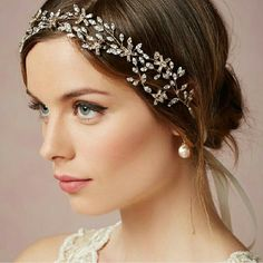 Such pretty bridal makeup. Flawless complexion,winged eyeliner and a natural pinky lip. Love! #beautyandthevow #bride #bridalmakeup #bridalhairstyle #weddingday #flawlessmakeup