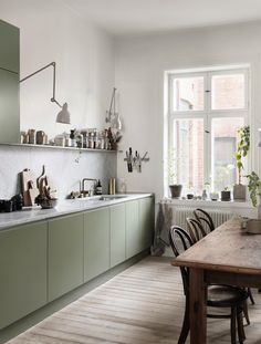 Rustic Kitchen Decor Soft neutral tones in the Scandinavian home of Nina Persson. Rustic Kitchen Decor Soft neutral tones in the Scandinavian home of Nina Persson Rustic Kitchen, Kitchen Dining, Kitchen Decor, Kitchen Ideas, Island Kitchen, Kitchen Trends, Design Kitchen, Diy Kitchen, Kitchen Grey
