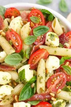 Tomato Pasta Salad, Pesto Pasta Salad, Easy Pasta Salad, Pasta Salad Italian, Pasta Salad Recipes, Pasta Recipes For Lunch, Pesto Shrimp, Basil Pesto, Healthy Recipes