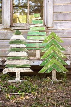 Kalalou Recycled Wooden Christmas Trees With Stands – Set Of 3 – Outdoor Christmas Lights House Decorations Christmas Projects, Holiday Crafts, Holiday Fun, Pallet Ideas For Christmas, Diy Projects For Home, Home Craft Ideas, Christmas Porch Ideas, Christmas Pallet Signs, Christmas Lights Outside