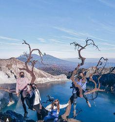 Gunung Ijen adalah sebuah gunung berapi yang terletak di perbatasan antara Kabupaten Banyuwangidan Kabupaten Bondowoso, Jawa Timur, Indonesia. Gunung ini memiliki ketinggian 2.386 mdpl dan terletak berdampingan dengan Gunung Marapi. Gunung Ijen terakhir meletus pada tahun 1999. Salah satu fenomena alam yang paling terkenal dari Gunung Ijen adalah blue fire di dalam kawah yang terletak di puncaknya. Pendakian gunung ini bisa dimulai dari dua tempat. Pendaki bisa berangkat dari Antara, Grand Canyon, Fire, Mountains, Pictures, Travel, Photos, Voyage, Viajes
