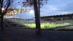 @Angers Le stade Jean-Bouin est le principal stade de la ville d'Angers. Il accueille le club de football du Angers sporting club de l'Ouest, évoluant en Ligue 1. Sa capacité est actuellement de 16 500 places. Il porte le nom de Jean Bouin, coureur de fond du début du xx siècle. Le stade est desservi par la ligne de bus Irigo n°9 et 12 #9ine