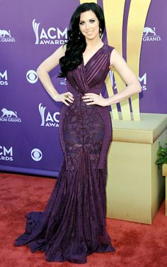 Shawna Thompson  The Thompson Square singer (she and husband Keith Thompson won Vocal Duo of the Year) arrived in a curve-hugging purple gown with floral lace detail.