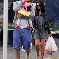 海外セレブニュース&ファッションスナップ: 【ミラ・クニス】家族揃ってLAのファーマーズマーケットへお出かけ!