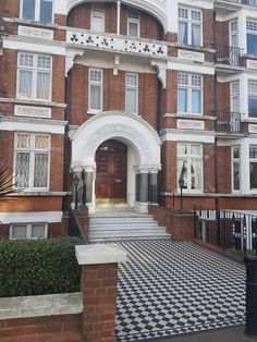 St John's Wood : £950 pcm (inc bills). New property come up next to St. John's Wood Station, beautiful area, luxury flat, nice restaurants, pubs,...
