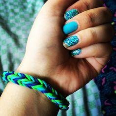 Blue nails, rubber bracelet