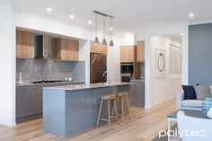Polytec kitchen - Melamine doors, drawers and panels in Strata Grey Sheen, Melamine overhead cupboard in Natural Oak Matt. Kitchen Pantry Design, Kitchen Cupboards, New Kitchen, Kitchen Ideas, Kitchen Inspiration, Home Board, Grey Cabinets, Kitchen Photos, Laundry In Bathroom