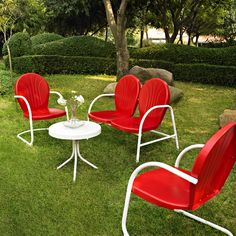 Bright red garden set in a lovely retro style!