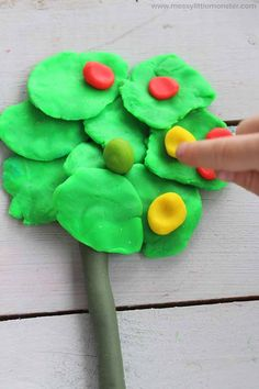 apple theme counting game for preschoolers.