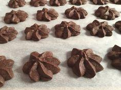 Gyors kakaós keksz, imádni fogod :-) – Tortaiskola Cookie Jars, Stuffed Mushrooms, Muffin, Food And Drink, Sweets, Candy, Cookies, Chocolate, Vegetables