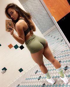 Gym flow 💪🏽 P.S for those who ask how tall I am, I'm 5'7 ☺️    Source