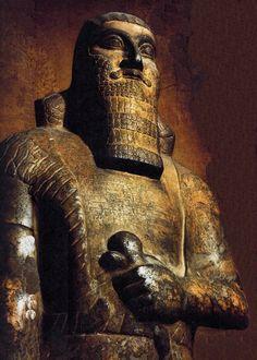 El crerador del Imperio Asirio. Assurnasirpal II heredó un reino débil y fragmentado y lo convirtió en el Imperio más poderoso del Próximo Oriente.