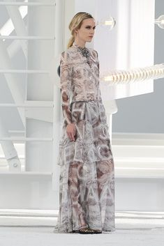 Chanel Spring 2021 Ready-to-Wear Collection - Vogue Chanel Fashion, Vogue Fashion, Live Fashion, Fashion Week, Daily Fashion, Runway Fashion, Spring Fashion, Fashion Beauty, Fashion Show