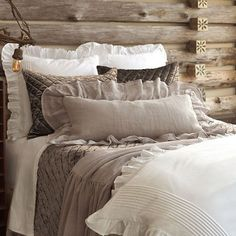 Gorgeous Rustic Farmhouse Bedroom Decor Ideas – Best Home Decorating Ideas Farmhouse Bedding Sets, Farmhouse Bedroom Decor, Cozy Bedroom, Master Bedroom, Bedroom Ideas, Bedroom Designs, Country Bedding, Rustic Bedding Sets, Cama King