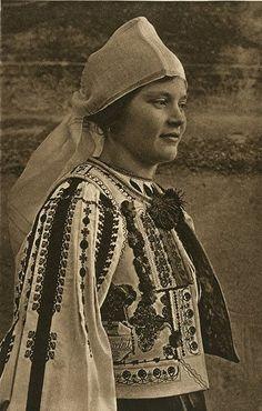 Kurt Hielscher. 1930s. Romanian Woman | Via Istorie Romaneasca in Fotografii