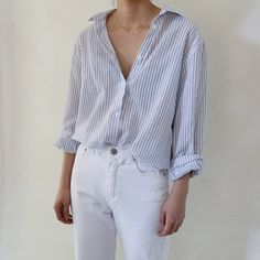 Beautiful dainty jewellery with just the right amount of outfit slouch Look Fashion, Korean Fashion, Fashion Outfits, Minimal Fashion, Timeless Fashion, Shirt Collar Pattern, Mode Simple, Simple Style, Kinds Of Clothes