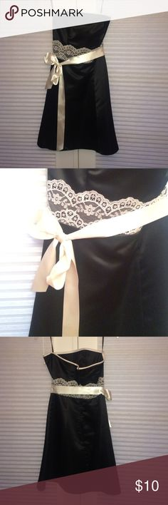 Black Jessica McClintock formal dress size 5/6 Beautiful black and ivory lace strapless, satin, Jessia McClintock formal dress.  Worn once.  Size 5/6.  Let me know if you have any questions! Jessica McClintock Dresses