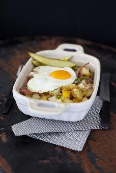 Pyttipanna på gårdagens kokta potatis, recept här: http://martha.fi/sv/radgivning/recept/view-93381-4523