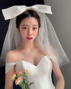 Bride Veil, Wedding Veil, Wedding Party Dresses, Designer Wedding Dresses, Bridal Dresses, Korean Wedding Hair, Bride Hairstyles With Veil, Korean Bride, Bridal Headdress