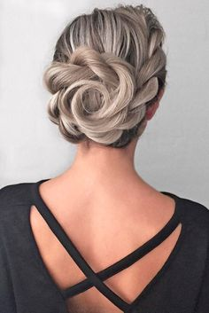 Bridesmaid hair styles are big in number, and it is not that easy to make a choice. See our photo gallery that features the most amazing hairstyles