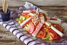 http://cocinayrecetas.hola.com/comerconpoco/20130311/ensalada-de-mar-con-anchoas-atun-y-surimi/