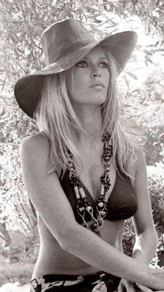 Brigitte Bardot - Page 54 - the Fashion Spot Bridget Bardot, Brigitte Bardot Bikini, Sophia Loren, Hollywood Glamour, Old Hollywood, Hollywood Icons, Pinup, Divas, Hippie Man