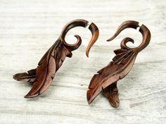 Fake jauge boucles d'oreilles feuilles en bois par organicethnic, $19.90
