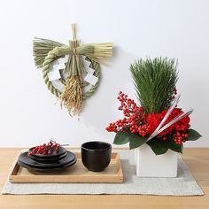 muji's new year's flower arrangement 松と南天のお正月アレンジ