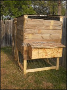 Chicken Coops Made From Pallets | All Things Made with PALLETS / DIY Chicken Coop made out of old ...