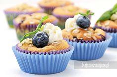 Babeczki z borówkami, babeczki z owocami, muffiny z owocami, babeczki z posypką, http://najsmaczniejsze.pl #borówki #babeczki