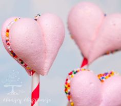 love pops ... Maybe white with gold edible flakes or little rose gold dots
