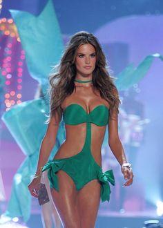 21 brasileiras que desfilaram de lingerie para a Victoria's Secret