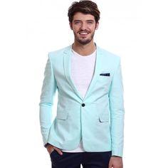 """Mergi intr-o plimbare prin orice oras italian mare si vei vedea ce inseamna cu adevarat """"sprezzatura"""", acel stilul vestimentar urban, impecabil, obtinut fara prea mare efort. Acelasi sentiment de eleganta casual iti este imprimat de sacoul verde menta DON Mojito. Cu un design relaxat, dar de impact, sacoul casual poate fi purtat alaturi de un tricou simplu sau o camasa din in si pantaloni Chinos la o iesire urbana; poate chiar la un espresso."""