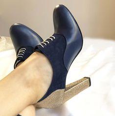 Richelieu en velours bleu marine, cuir lisse bleu marine et paillettes dorées, talon 10cm Tap Shoes, Dance Shoes, Men Dress, Dress Shoes, Heeled Mules, Oxford Shoes, Heels, Fashion, Custom Shoes