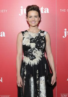 "Carla Gugino Photos Photos - Actress Carla Gugino attends a screening of Sony Pictures Classics' ""Julieta"" hosted by The Cinema Society, Avion and GQ at Landmark Sunshine Cinema on November 30, 2016 in New York City. - The Cinema Society With Avion and GQ Host a Screening of Sony Pictures Classics' 'Julieta' - Arrivals"