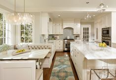 Love this kitchen... So clean