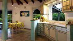 Bonifacio huishuur Kitchen Island, Saints, Villa, Home Decor, Night, Island Kitchen, Decoration Home, Room Decor, Home Interior Design