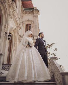 Görüntünün olası içeriği: 2 kişi, düğün ve açık hava Little Girl Wedding Dresses, Black Wedding Dresses, Bridal Wedding Dresses, Muslim Wedding Gown, Wedding Hijab Styles, Wedding Photography Contract, Bridal Hijab, Cute Muslim Couples, Couple Photoshoot Poses