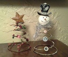 🎄DIY upcycle bed springs into snowman & Christmas trees Best Picture For spring crafts for toddlers For Your Taste You are looking for something, and i Cheap Christmas, Christmas Snowman, Christmas Holidays, Christmas Decorations, Christmas Ornaments, Christmas Trees, Snowman Crafts, Christmas Projects, Holiday Crafts