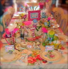 Table settings at an Alice in Wonderland Party #aliceinwonderland #tablesetting