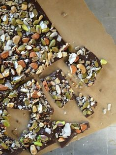 Salted Trail Mix Dark Chocolate Bark 21 Healthier Snacks Your Kids Will Actually Want To Eat Chocolate Bonbon, Chocolate Bark, Salted Chocolate, Chocolate Chips, Candy Recipes, Snack Recipes, Dessert Recipes, Just Desserts, Delicious Desserts
