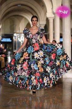 es - VIVA by We Love Flamenco 2018 - Antonio Serrano y Juana Chaves Flamenco Costume, Flamenco Skirt, Colorful Fashion, Unique Fashion, Nice Dresses, Prom Dresses, Formal Dresses, Fashion Now, Fashion Dresses