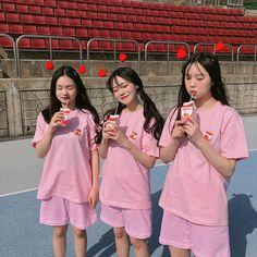 이미지: 사람 3명, 사람들이 서 있음, 실외 Korean Friends, Best Friends, Friend Tumblr, Girl Korea, Fashion Group, Seong, Ulzzang Girl, Baekhyun, Wattpad