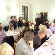 Canti e accompagnamento musicale durante la cena a @castelpergine