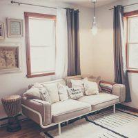 Une maison meublée et décorée avec un budget de 250$ par pièce