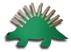 kreativ basteln grüner dinosaurier karton wäscheklammern