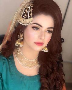 Look! ♥️ Pakistani Bride Hairstyle, Pakistani Bridal Makeup Hairstyles, Pakistani Wedding Outfits, Pakistani Bridal Dresses, Bride Hairstyles, Pakistani Hair, Nikkah Dress, Bridal Mehndi Dresses, Asian Bridal Dresses