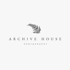"""Melody Hansen: le nom de la marque est """"Archive House"""", le sous-titre """"Photography"""" et le sigle est la plante."""