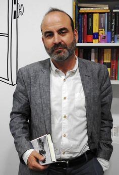 "Entrevista a Ernesto Pérez Zúñiga, autor de ""No cantaremos en tierra de extraños"" | Interview with Ernesto Perez Zuniga, author of ""We shall not sing on stranger lands"""