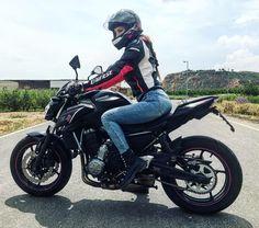 Gina Borotau #RyderGyalさんはInstagramを利用しています:「Busqué mi libertad en todas partes, y la encontré justo aquí. . #RyderGyal . #biker #rider #bikergirl #ridergirl #mototeka #kawasaki #z650…」